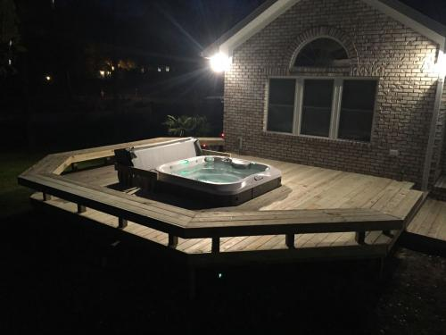 Shoreline hottub deck